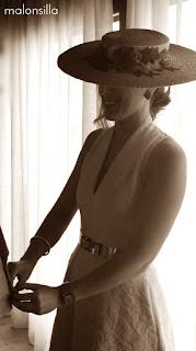 Perfil de invitada con sombrero ala ancha