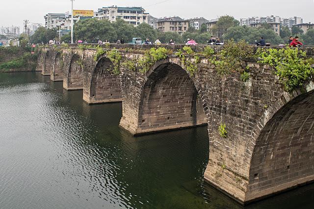 Le vieux pont en pierres de Tunxi