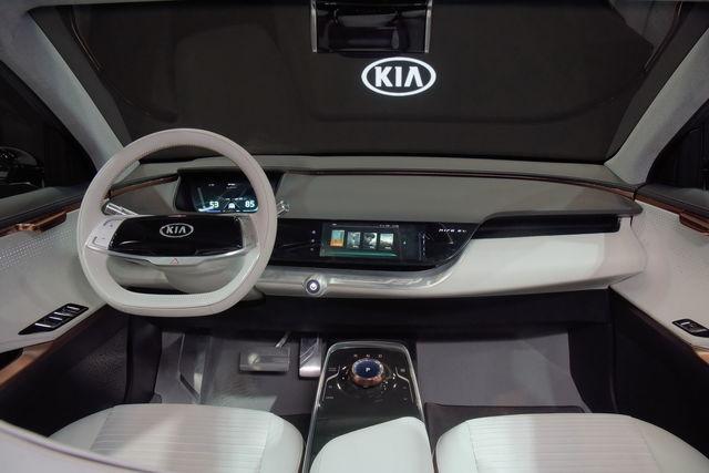 """كيا """"Kia"""" تدخل عالم السيارات الكهربائية بتحفة تقنية جديدة """"Niro EV""""(فيديو)"""