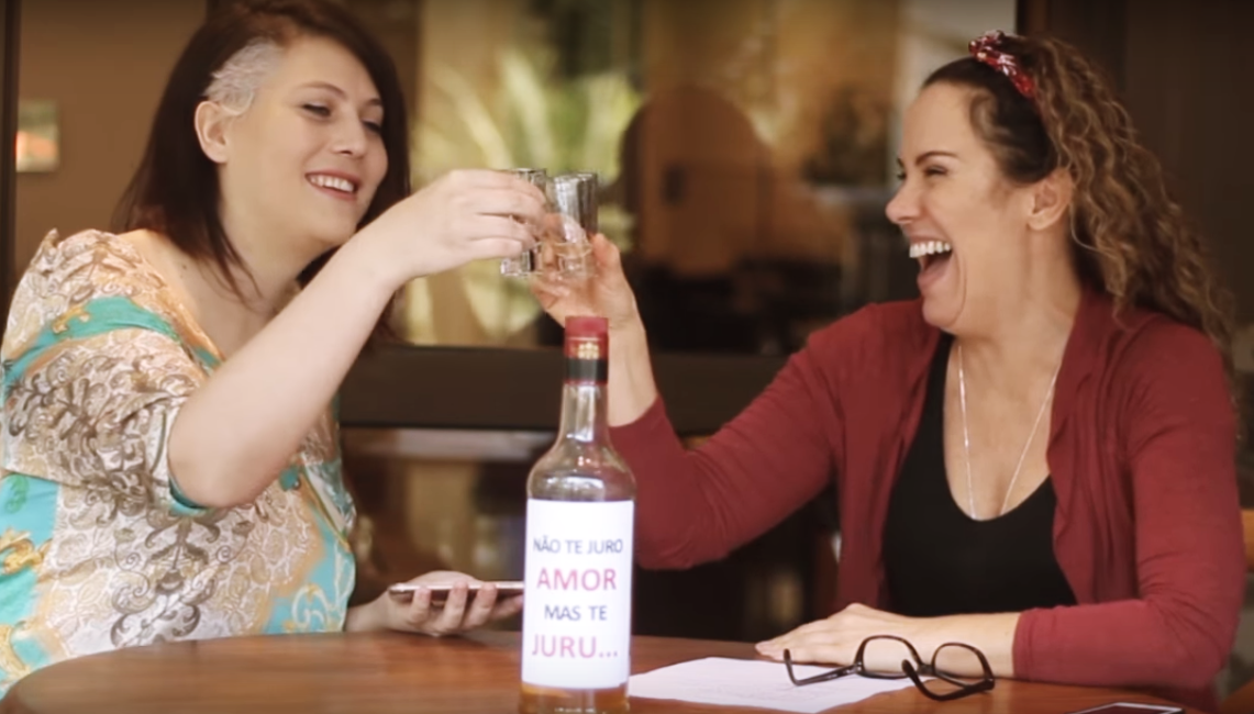 Você precisa ver Regina Volpato e Mandy Candy bebendo muito no quadro 'Eu Nunca'