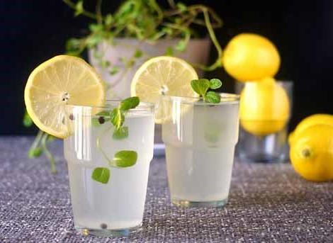 لماذا يجب عليك شرب مياه بالليمون في الصباح؟