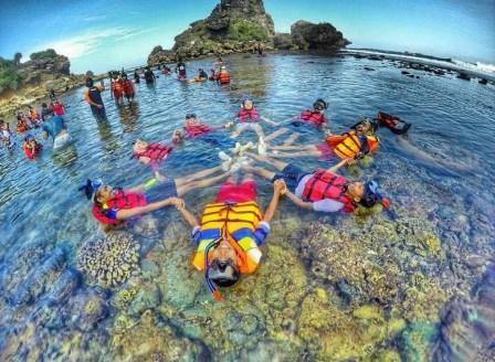 Snorkling di Pantai Nglambor Kunung Kidul