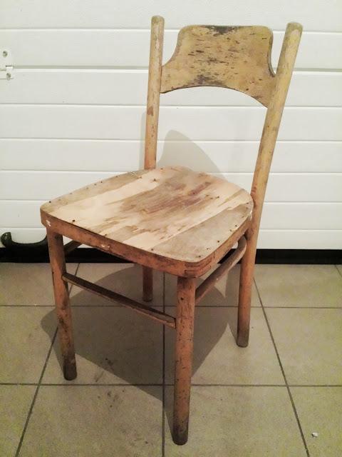 Białe krzesło po metamorfozie