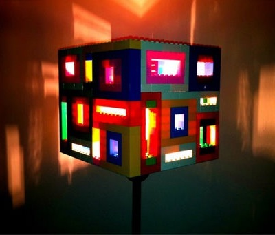 17. Lampu hias dari lego
