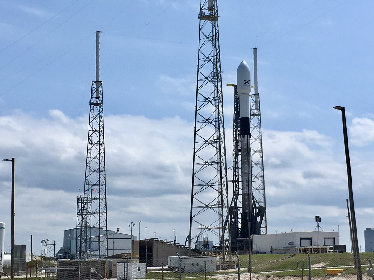Space UpClose: SpaceX Falcon 9 Poised for Starlink 1 Evening