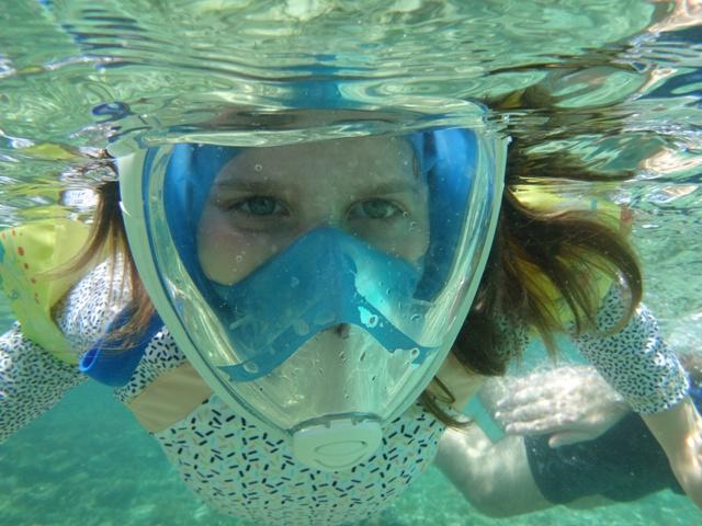 Las máscaras van geniales para que los niños hagan snorkel