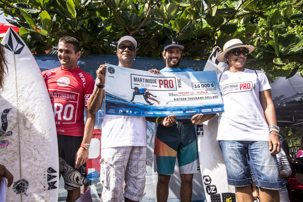 0 podium Martinique Surf Pro foto WSL Poullenot Aquashot