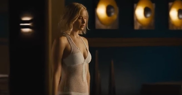 Swimming Pool, Passengers, Gravity Loss, Jennifer Lawrence
