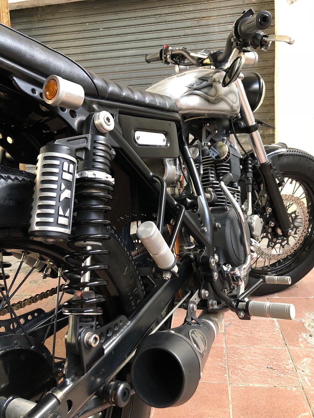 Motor Custom Tracker Yamaha Scorpio