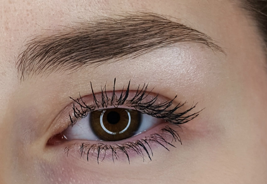 f70bc87fb23 The trick is to be super gentle with the application. This mascara lives up  to all its claims, especially the lengthening factor, and I would  definitely buy ...