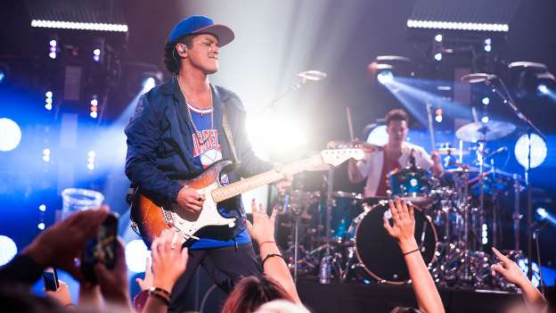Bruno Mars to Open 2016 American Music Awards