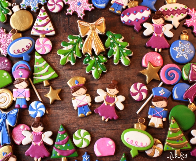 cookie decorating video tutorial - Christmas mistletoe cookies