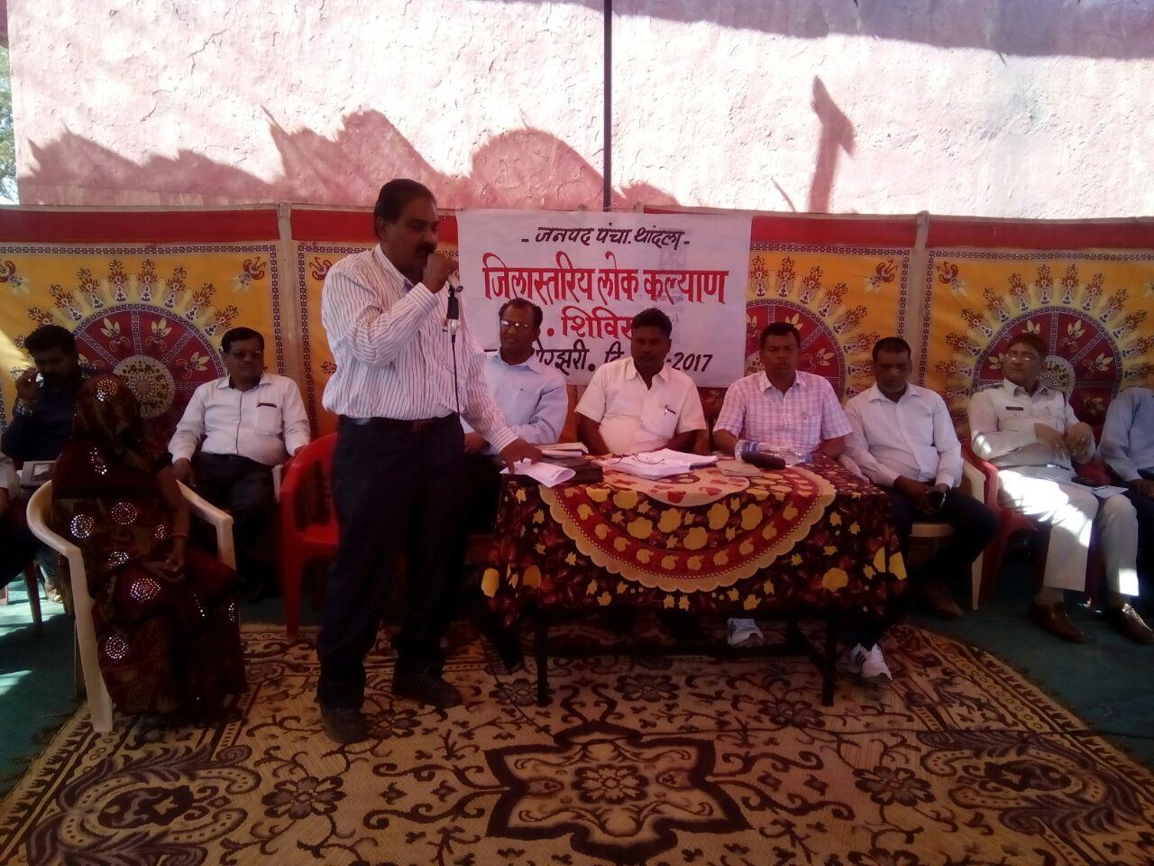 lok-kalyan-shivir-jhabua- लोक कल्याण शिविर में ,ग्रामीणो को शासन की योजनाओं की जानकारी दी गई