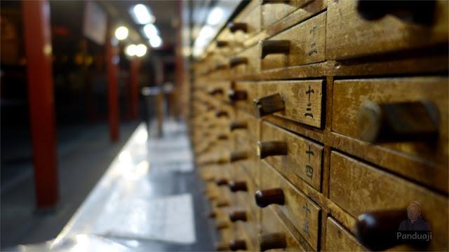 Kotak Ramalan di Sensoji Temple