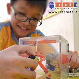 Kerja Dari Rumah Kursus Robotik Sekolah Robot ROBOTA