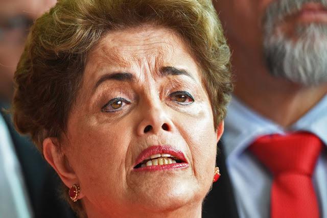 """Dilma Rousseff afirmou neste sábado (26), por meio de nota publicada na internet, que é """"motivo de luto e dor"""" a morte do ex-presidente de Cuba Fidel Castro, aos 90 anos, em Havana"""