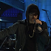 "Eminem performa medley com ""Walk On Water"", ""Stan"", e ""Love The Way You Lie"" no SNL"