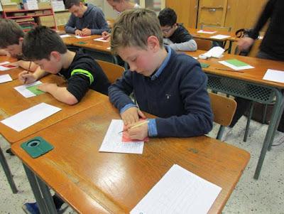 Un gaucher qui n'aurait pas existé du temps de Jules Ferry, on écrivait de la main droite !