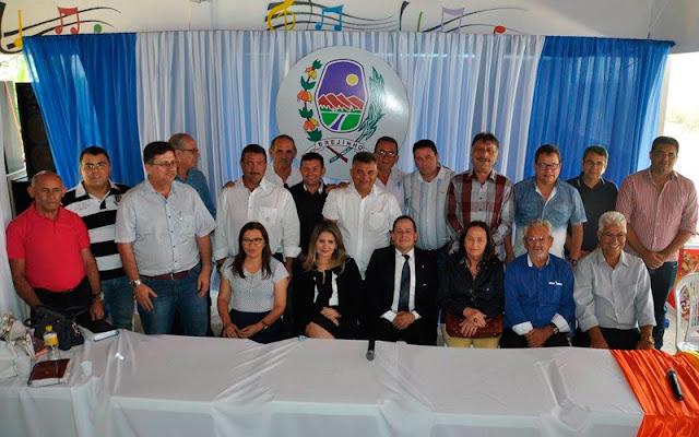 Reunião em Brejinho com prefeitos sobre a conclusão da segunda etapa da Adutora – Foto Marcelo Patriota