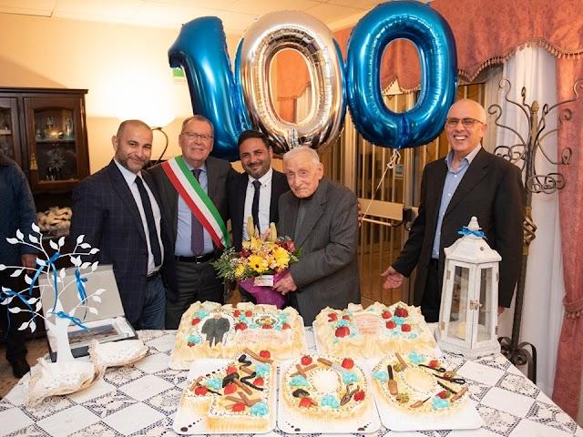 """Nonno Libertino festeggia 100 anni, il sindaco: """"Esempio straordinario"""""""