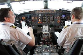 gaji pilot dan pramugari,gaji pilot tni au,gaji pilot batik air,gaji pilot air asia,gaji pilot lion air,gaji pilot garuda,pilot garuda,gaji pilot,gaji pegawai,