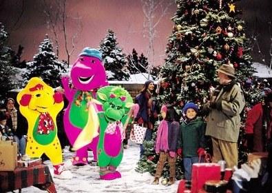Imagen de Barney en navidad junto a un árbol de navidad