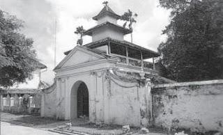 Gerbang Masjid Jamik di Sumenep, Madura
