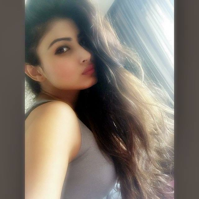 Mouni Roy pink lips in pout poses
