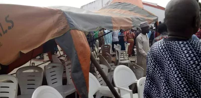 (BREAKING) Adeleke's burial: Mob collapses canopy on Amosun, Akeredolu, others