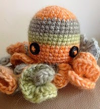 http://www.ravelry.com/patterns/library/henrys-cousin-octopus-amigurmi