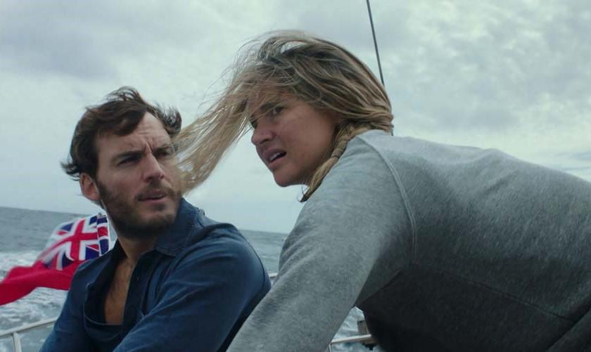 """Shailene Woodley e Sam Claflin retratam história real no trailer de """"Vidas à Deriva"""""""