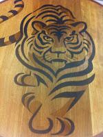 Tigre en madera por Pedro Ferrero