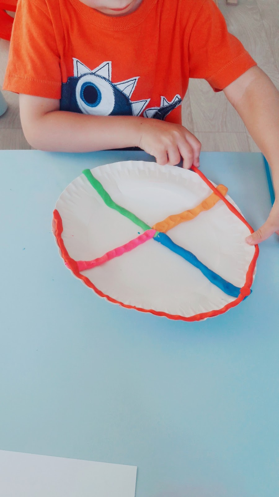 kolorowa pizza z plasteliny