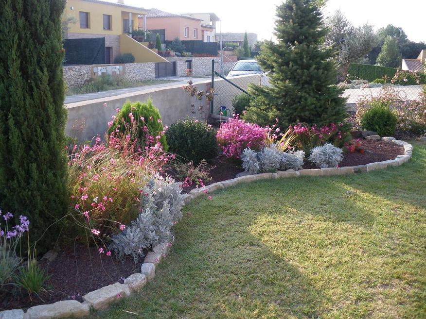 Arte y jardiner a arriates ornamentales en el jard n for Sassi per fioriere