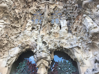 Pic of statues on front of Gaudí's Sagrada Família