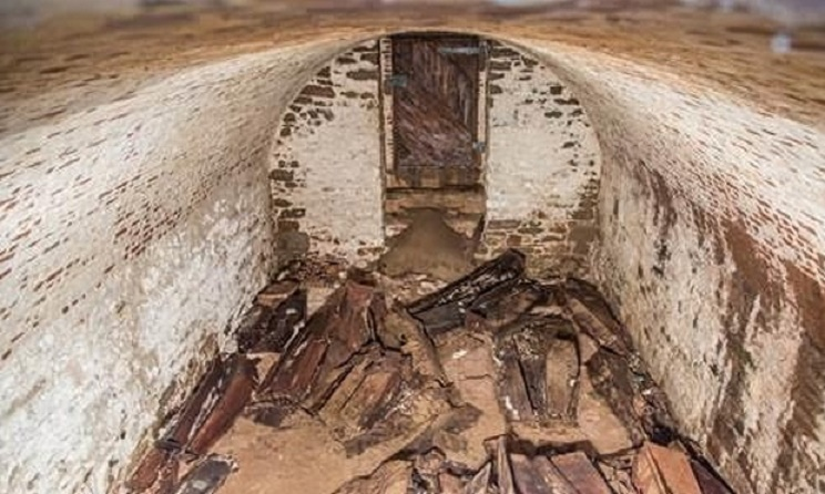 Centuries-old coffins, skeletons found under New York street