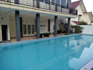 Villa Kolam Renang Privat Batu Malang