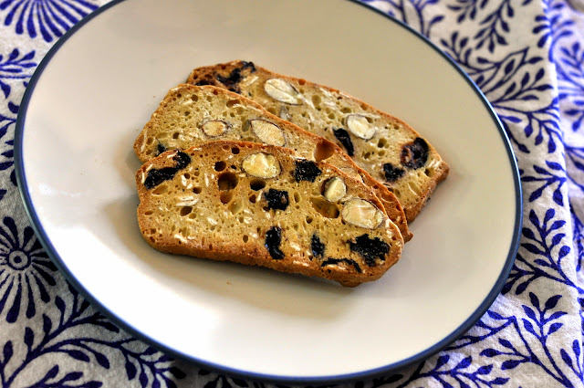 Nonnis-THINaddictives-Blueberry-Oat-Almond-Thins-tasteasyougo.com