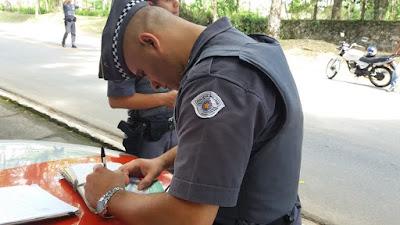 POLÍCIA MILITAR APREENDE MOTOCICLETA IRREGULAR EM REGISTRO-SP