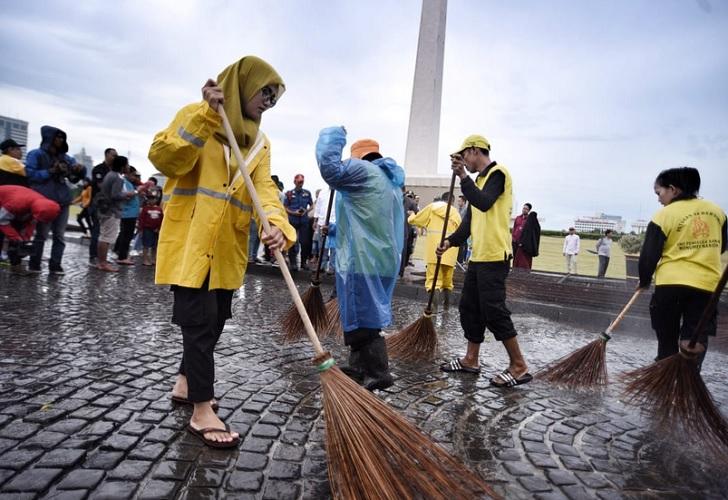 foto petugas kebersihan dki jakarta