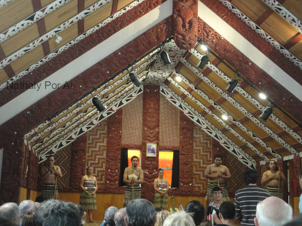 representação de uma apresentação tipicamente Maori