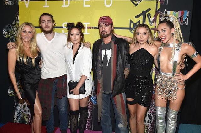 "Noah Cyrus lanza su primer sencillo, escucha ""Make Me (Cry)"""