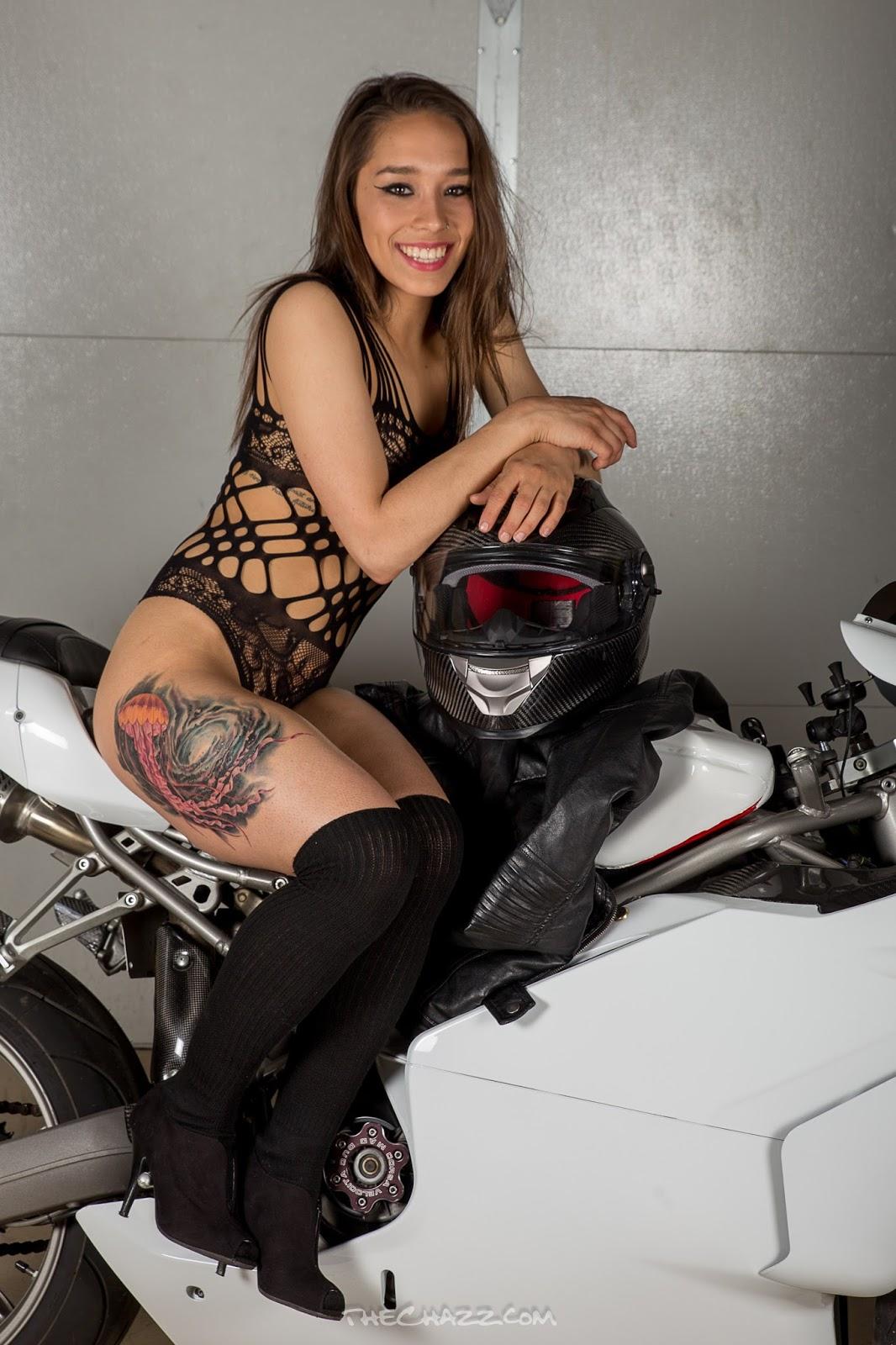 Mulher de biquini preto na moto, Gostosa de Biquini preto na moto,Woman in black bikini on the bike, the Sexy black Bikini on the bike, babe on bike with bikini, sexy on bike, sexy on motorcycle, babes on bike, ragazza in moto, donna calda in moto,femme chaude sur la moto,mujer caliente en motocicleta, chica en moto, heiße Frau auf dem Motorrad,gatto, donna, sensuale, moto, caldo Katze, Frau, sinnlich