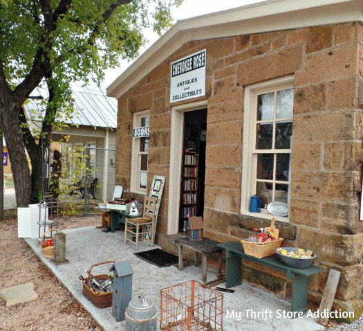 Friday's Find: Skip the Crowds & Browse Charming Mason mythriftstoreaddiction.blogspot.com Cherokee Rose Antiques and Books in Mason, Texas