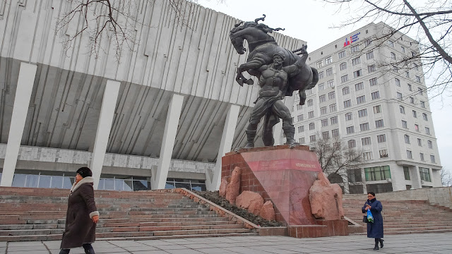 This statue shows the strength of the wrestler ( Kozhomkul) lifting the horse which is well known by the Kazakhs & Kyrgyzs for his physical & strength.