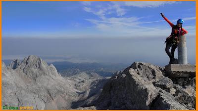 Vistas desde el vértice geodésico de Peña Santa en Picos de Europa.
