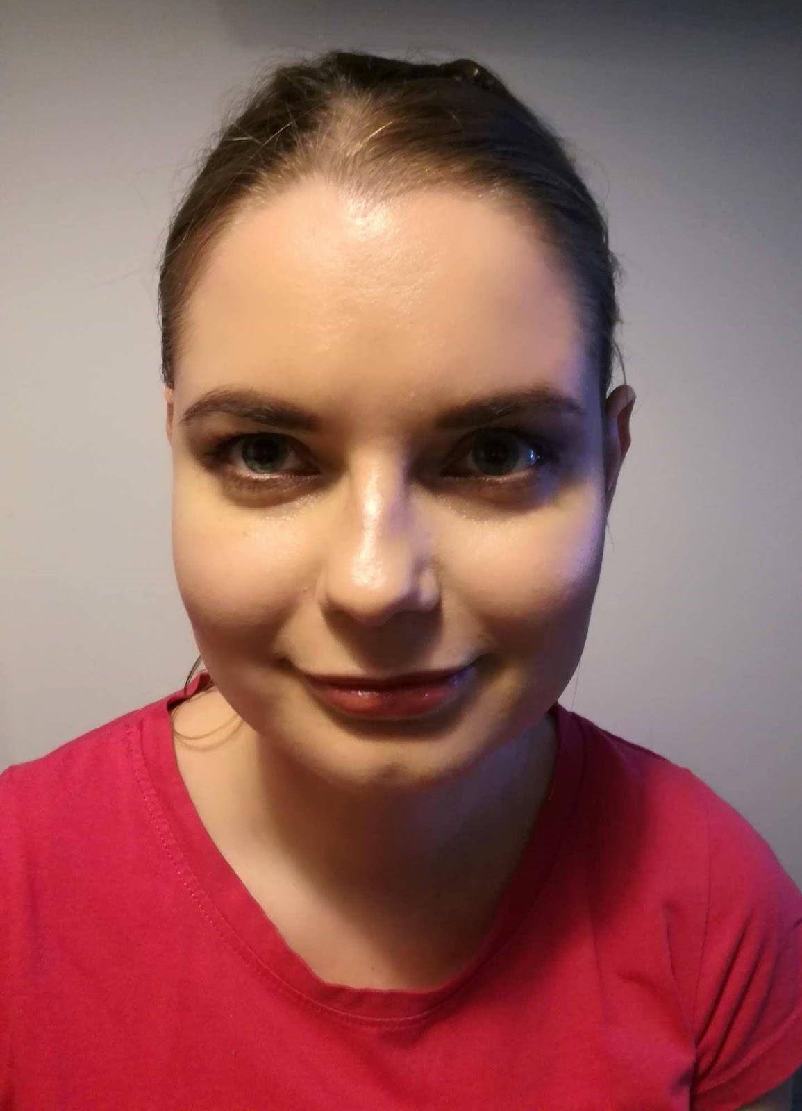 Domowa lekacja makijażu z Feminine