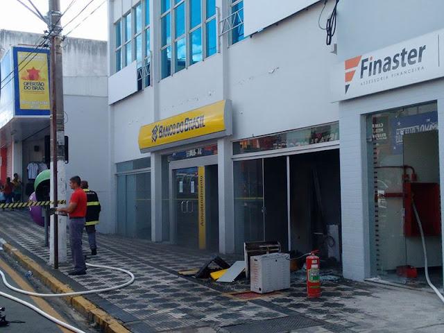 Principio de Incêndio no Caixa Eletrônico da Agência do Banco do Brasil em Registro-SP