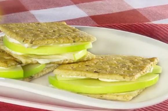 Sanduches De Manzana Y Queso Crema