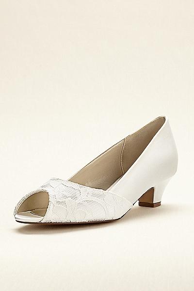 zapatos de novia para boda en jardin